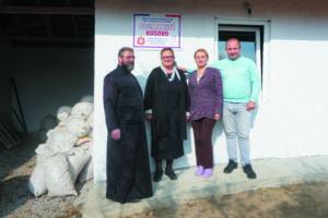 Photo du père Serdan et des salariés