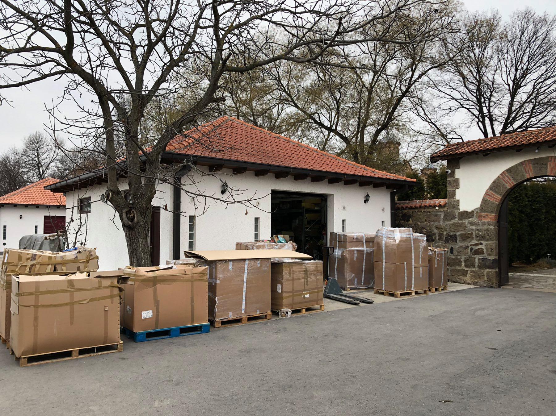 Le matériel pour le convoi de Noël déchargé au Kosovo